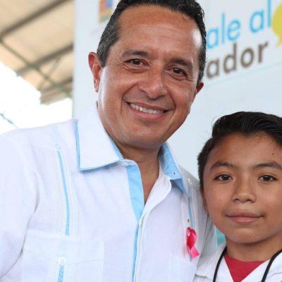 SE REÚNE CARLOS CON ÁNGEL JACINTO: Se toma Gobernador fotografía con el niño diputado de Xcabil