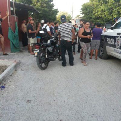 SE SALVA DE SER LINCHADO: Vecinos de Villas Otoch se organizan y van a buscar a su casa a presunto ladrón, pero logra escapar