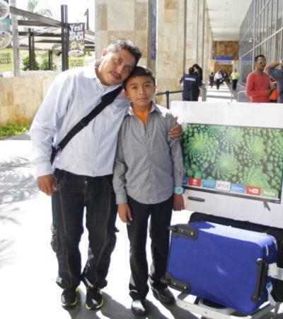 REGRESA JACINTO DE MIAMI: El niño diputado de Xcabil se muestra muy contento de su primer viaje al extranjero; en agosto irá a España