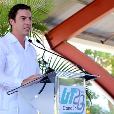 Acude Alcalde a festejo del aniversario de la UT Cancún; dice que con educación se combate la inseguridad y violencia