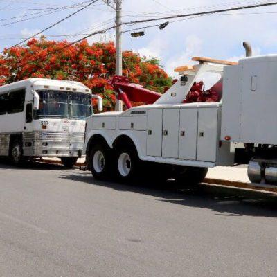 Libera comuna espacios públicos de autobuses que invadían calles y avenidas en Cancún
