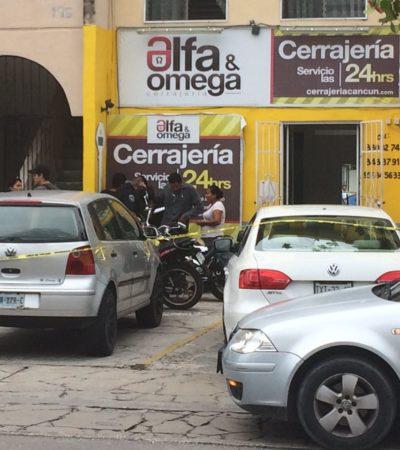 Hieren a persona en presunto asalto a cerrajería en Cancún; no descartan intento de ejecución