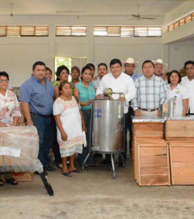 Entrega Luis Torres apoyos a productores agropecuarios de 5 comunidades de OPB