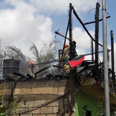 Pierde pertenencias en incendio en Playa