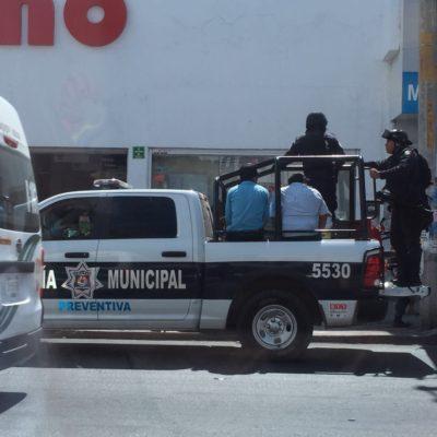Acusan abuso policiaco en operativo contra el comercio en la vía pública en Cancún