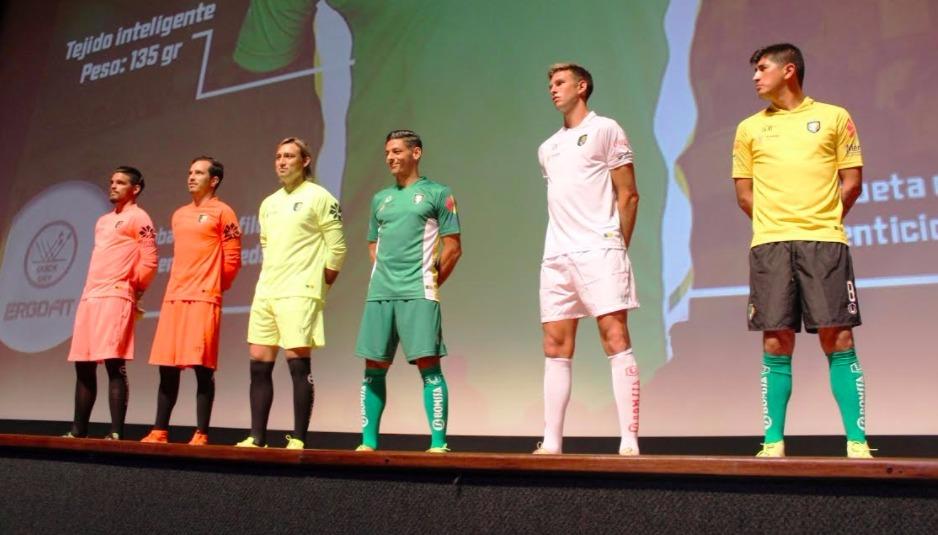 Presentan los nuevos uniformes de los Venados de Yucatán