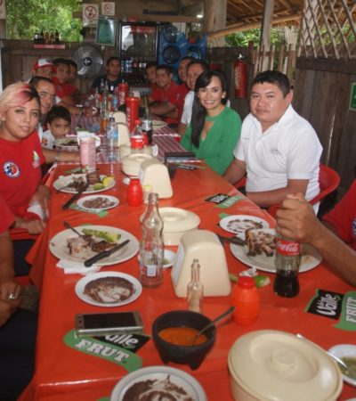 Celebran a los bomberos en Puerto Morelos