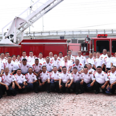 Entrega Alcaldesa equipamiento a bomberos de Solidaridad