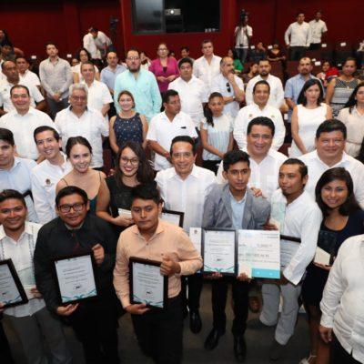 Entrega Gobernador el Premio Estatal de la Juventud a 14 jóvenes