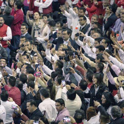 Acude Peña Nieto a la asamblea del PRI y les arenga a cerrar filas y encarar la elección del 2018