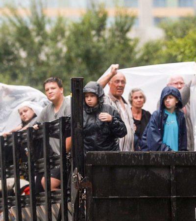 Deja el huracán 'Harvey' 6 muertos e inundaciones catastróficas en Houston… y las lluvias siguen