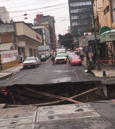 EL PAÍS DE LOS SOCAVONES: Se abre enorme agujero en la tierra cerca de la Avenida Reforma de la CDMX