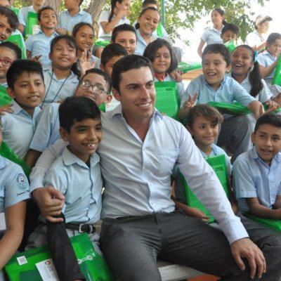 También Remberto Estrada inicia con la entrega de 120 mil paquetes de útiles escolares en Cancún