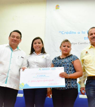 Entrega Sedeso 200 créditos a mujeres de Bacalar y Felipe Carrillo Puerto