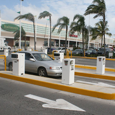 Alza a estacionamientos de plazas comerciales no compete al Ayuntamiento, dice Antonio Meckler; la tarifa es un acuerdo entre particulares