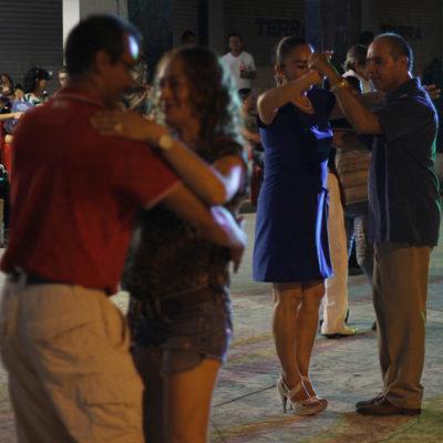 EL SONIDERO COBRA AUGE EN CANCÚN: La edad no importa cuando de bailar se trata en plena avenida Tulum | VIDEO
