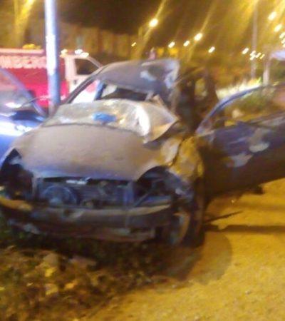 APARATOSO Y MORTAL ACCIDENTE EN CANCÚN: Dos muertos y dos heridos al chocar auto contra autobús en Villas del Mar