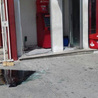 Presuntos ladrones arrancan cajero Santander en Cancún