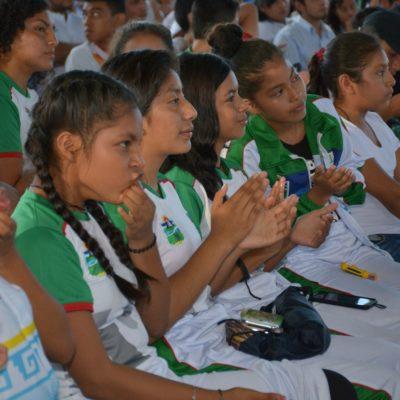 Entrega Romi Dzul los premios al Deporte y Juventud en Tulum