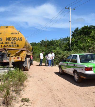 Sorprenden a operadores de una pipa tratando de tirar aguas residuales a cielo abierto