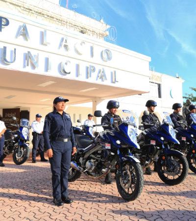 Entrega Cristina Torres equipamiento a la policía de Solidaridad