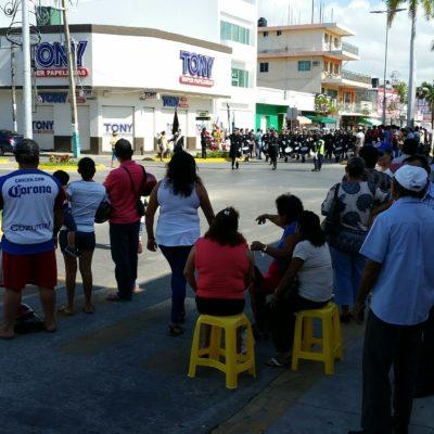 DESFILE EN CHETUMAL: En menos de una hora, marcharon contingentes en la capital de Quintana Roo