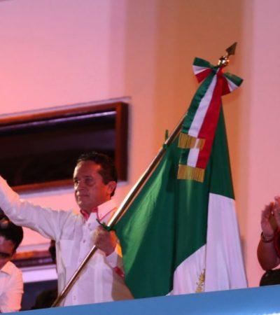 DA CARLOS SU PRIMER 'GRITO': Encabeza Gobernador festejos patrios desde Chetumal