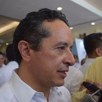 """SALE CARLOS JOAQUÍN EN DEFENSA DE OFICIAL MAYOR: Niega Gobernador presunto nepotismo por parte Manuel Alamilla; pide """"investigar bien"""" y consultar transparencia"""