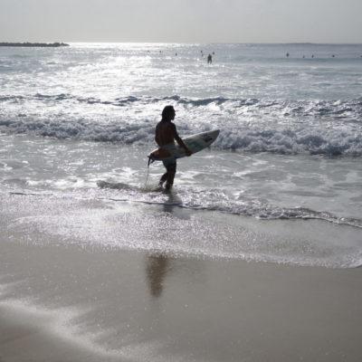 CANCÚN, CON 'MAR DE FONDO': Por segundo día, playas fueron afectadas por oleaje inusual provocado por el ya degradado huracán 'Irma' | VIDEO
