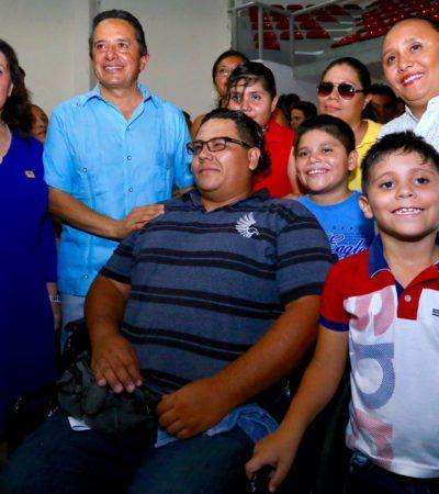 Entrega Gobernador apoyos de fomento al autoempleo en Playa del Carmen
