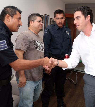 NUEVO ACUERDO CON POLICÍAS: Pacta Alcalde con la 'comitiva' el pago de alza salarial y ofrecen entregar uniformes y equipo