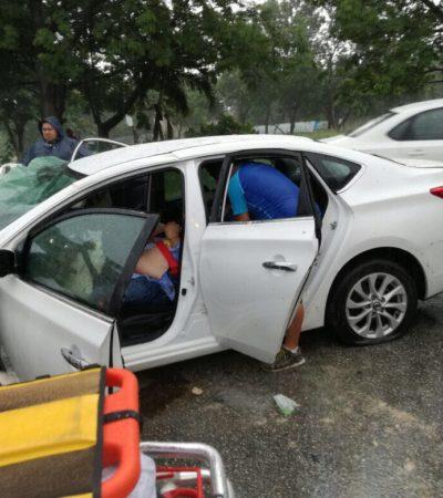 TRAGEDIA BAJO LA LLUVIA EN PLAYA: Muere mujer al chocar vehículo contra cartel de tránsito