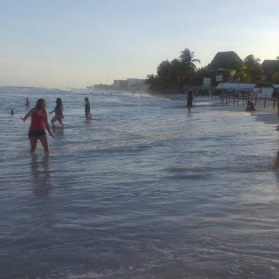 Bañistas de Playa sin vigilancia, pese a 'mar de fondo'
