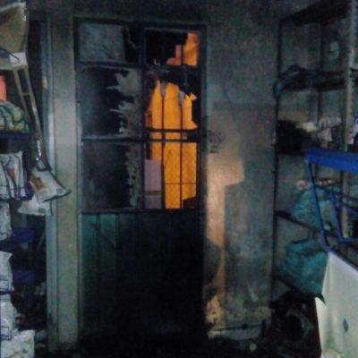 Arde tienda de abarrotes en la Región 249 de Cancún
