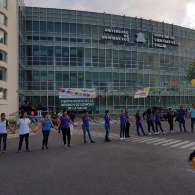 Tras protesta, por fin son escuchados estudiantes de enfermería de la Uqroo; ofrece Rectoría revisar 'desacuerdo' contra una maestra por supuestos malos tratos
