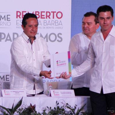"""INFORME EN CANCÚN: No lograrán ver diferencias con el Gobernador, asegura Remberto Estrada; """"lo que importa es seguir dando resultados"""", dice"""