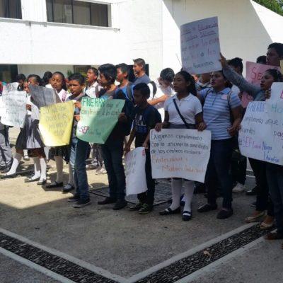"""""""NOS QUEDA CLARO QUE HUBO DOLO"""": Protestan maestros por falta de pago en Chetumal"""