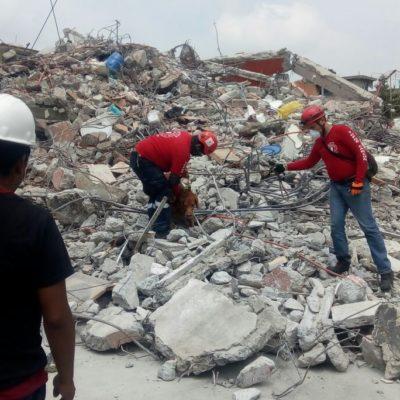 RESCATISTAS CANCUNENSES TRABAJAN SIN TREGUA: Logran ubicar a dos personas con vida y ayudan a sacar cuerpos de entre los escombros