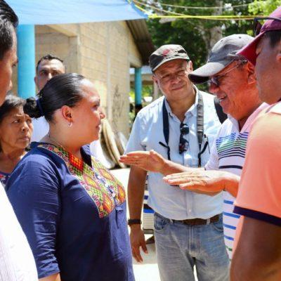 Visita Cristina Torres la comunidad rural de San Carlos y ofrece trabajar para resolver necesidades