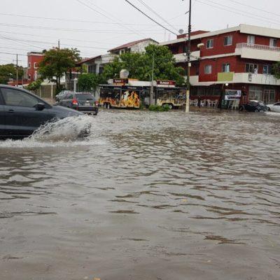LLUVIAS INUNDAN CANCÚN: Sistema de baja presión provoca fuertes anegamientos en al menos 27 puntos de la ciudad