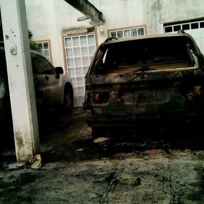 ATACAN SICARIOS VIVIENDA EN CANCÚN: Disparan contra casa y queman autos en la SM 209