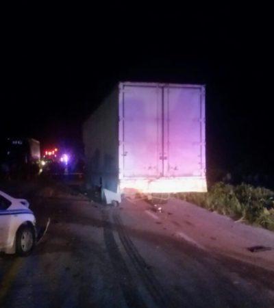 TRÁGICO ACCIDENTE EN CARRETERA: Un muerto y dos heridos al chocar dos vehículos contra camión de mudanzas en el tramo Bacalar-Xtomoc