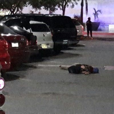 BALAZOS EN LA GRAN PLAZA DE CANCÚN: Ejecutan a una pareja de policías ministeriales; bebé de 8 meses, sobrino del comandante, muere en el hospital; desalojan edificio