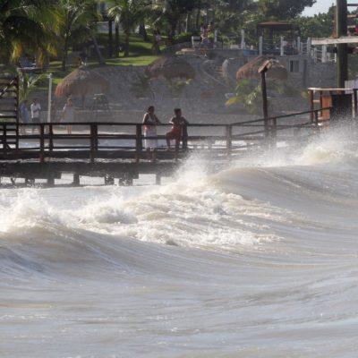 GALERÍA | Advertencia en Cancún ante fuerte oleaje por el 'mar de fondo'