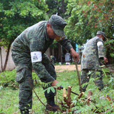 Soldados de la Sedena hacen labor social en Tulum