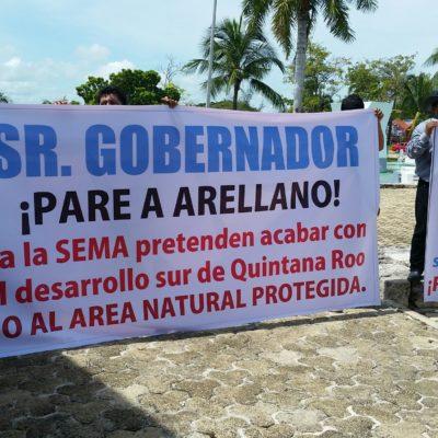PROTESTA AFUERA DEL CONGRESO: Demandan ejidatarios a Carlos Joaquín destituir a titular de SEMA por proyecto de ANP en Bacalar