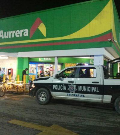 ASALTAN AURRERÁ DE CORALES: Con cuchillo y pistola, dos sujetos roban a cajeras de supermercado en Cancún