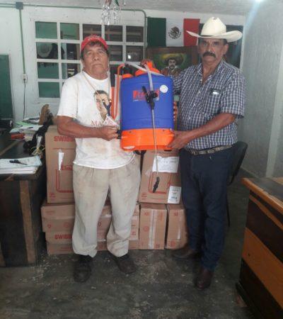 Entrega comuna de Puerto Morelos aspersores a trabajadores del campo
