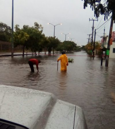 Bomberos se movilizan ante lluvias en Cancún