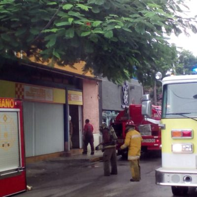 Se incendia local junto al Parque deLasPalapas en Cancún